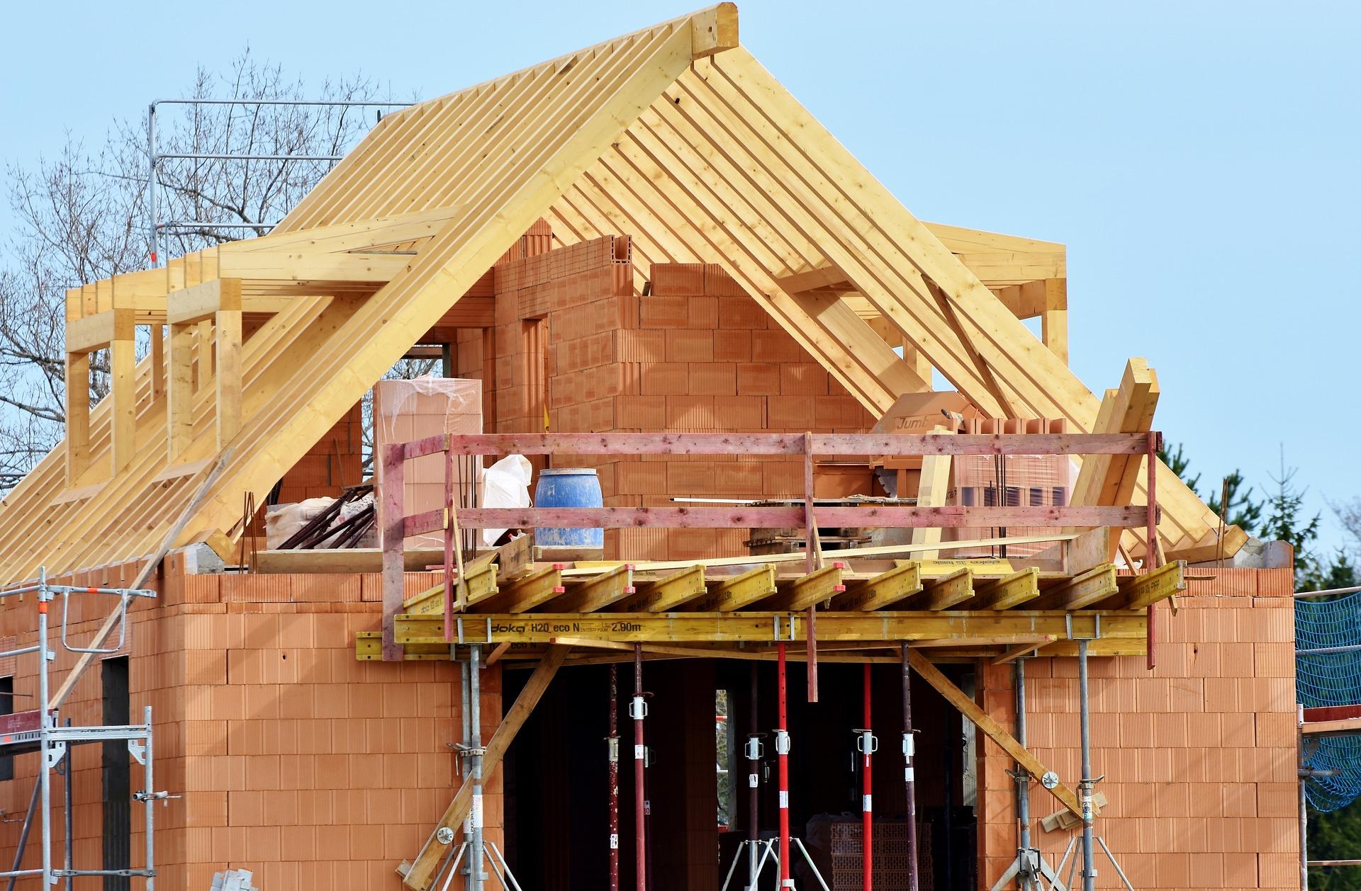 tetőtér építés, épülő ház